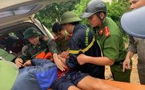 Vượt lũ, băng rừng tìm kiếm 11 người vẫn đang mất tích do mưa lũ