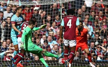 Video pha dẫn bóng từ sân nhà sang vòng cấm đối phương để ghi bàn của tân thủ môn Liverpool