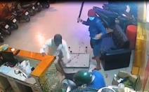 Truy bắt băng nhóm chém xối xả một thanh niên tại quán karaoke