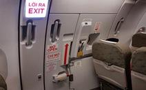 Bị phạt 15 triệu vì tự ý mở cửa thoát hiểm máy bay