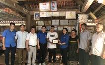 Trao huy hiệu 'Tuổi trẻ dũng cảm' cho thanh niên cứu người trong lũ