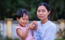 Cô gái hiến tạng mẹ cứu người tự tin bước tới giảng đường