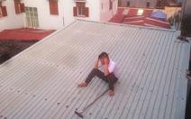 'Ngáo đá' đi lang thang, ném ximăng trên nóc nhà suốt đêm