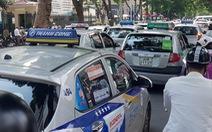 Đề xuất taxi không cần hộp đèn, chỉ cần 'phù hiệu'