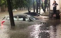 Hàng loạt ôtô ngâm trong 'biển nước' ở Thái Nguyên
