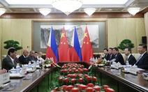 Ông Duterte tuyên bố lờ phán quyết Biển Đông để khai thác dầu khí với Trung Quốc