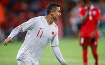 Tiền đạo mới nhập tịch lập cú đúp ngày ra mắt, tuyển Trung Quốc thắng đậm