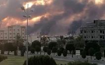 Mỹ: Iran tấn công nhà máy lọc dầu Saudi Arabia với hàng chục tên lửa