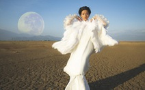 Bùi Lan Hương trở lại ấn tượng cùng 'Mặt trăng'