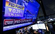 FED giảm lãi suất: chứng khoán tăng, đồng USD mạnh lên
