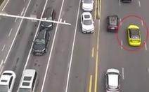 Video: Cảnh sát Trung Quốc bay flycam để giám sát giao thông