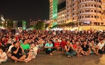 Phố đi bộ Nguyễn Huệ lắp 5 màn hình lớn theo dõi trận Thái Lan - Việt Nam