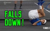 Federer ngã chổng vó sau pha đỡ bóng vụng về