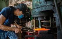 Lửa nghề truyền mãi ngàn sau - Kỳ 5: Chàng thợ rèn lãng tử
