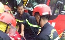Hàng chục người kêu cứu trong xe đò bị nạn, 6 người bị thương