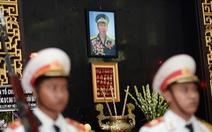 Đồng đội đến viếng 'phi công khác thường' Nguyễn Văn Bảy