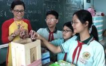 Cô giáo 'dụ' học trò đem pin đổi kẹo bảo vệ môi trường