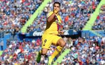 Thủ môn Stegen có pha 'siêu kiến tạo' giúp Suarez lập công đưa Barca lên nhì bảng