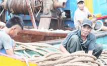 Tàu nằm bờ sau bão, ngư dân lại thấp thỏm lo áp thấp dồn dập