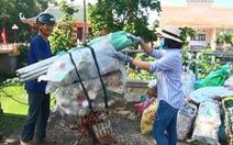 Đổi rác thải nguy hại lấy sách vở cho học sinh ở Cẩm Mỹ