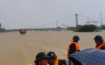 Lũ dâng cao cô lập nhiều xã ở Hà Tĩnh