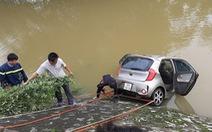 Tìm thấy thi thể tài xế ôtô lao xuống sông Cầu Chày