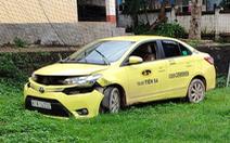Bắt 2 tên cướp dùng súng gí vào đầu tài xế cướp taxi