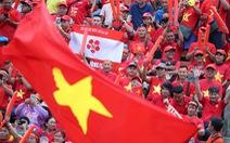 Cầu thủ Thái Lan cúi chào vì hành động đẹp của khán giả Việt Nam