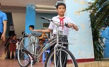 Trao 60 xe đạp cho học sinh nghèo Bình Định ngày khai giảng