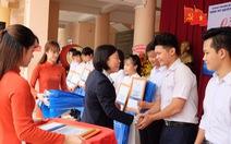 Sacombank trao 3.559 học bổng cho học sinh, sinh viên