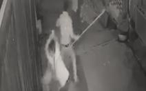 Truy bắt nhóm đối tượng chém hai anh em ruột trong đêm khuya