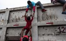 Bộ ảnh 'Đoàn người di cư' thắng giải Ảnh báo chí Quốc tế