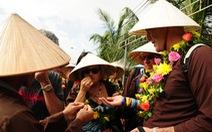 Hội An mở cửa làng rau Trà Quế chào đoàn khách xông đất Hội An