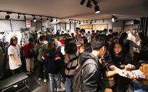 Hàng trăm bạn trẻ xếp hàng 'đổi đồ - đổi đời' thời trang