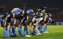 Các thành viên U23 Nhật Bản xấu hổ sau cú sốc bị loại sớm