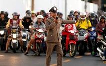 Bị dân phản đối, Thái Lan thôi chặn đường khi có đoàn xe hộ tống hoàng gia