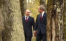 Nhảy múa cùng Bush, và những hình ảnh thú vị 20 năm ông Putin nắm quyền