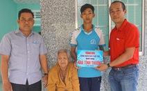 Công đoàn báo Tuổi Trẻ trao căn nhà 'mùa xuân' cho cụ bà ở Kiên Giang