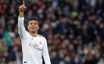 Casemiro lập cú đúp đưa Real Madrid lên đầu bảng
