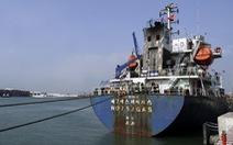 Dự án hóa chất tỉ đô đón tàu chở nguyên liệu để đi vào hoạt động