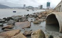 Dừng bơm hút, nạo vét cát để kiểm tra nguồn nước bẩn tràn ra biển Quy Nhơn