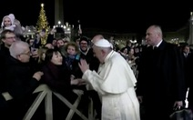 Giáo hoàng xin lỗi vì đã giận dữ đập tay người quá khích