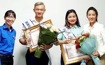 Hai 'Công dân trẻ tiêu biểu TP.HCM' nhận thưởng muộn vì bận công tác