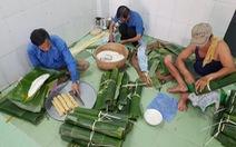 Tiểu đội nông dân Huế 'cưỡi' phi cơ vô Sài Gòn gói bánh chưng, bánh tét