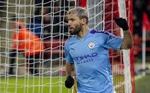 Aguero tỏa sáng, M.C thu hẹp khoảng cách với Liverpool