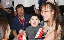 Nữ tỉ phú Vietjet Nguyễn Thị Phương Thảo bất ngờ xuất hiện tại Tân Sơn Nhất