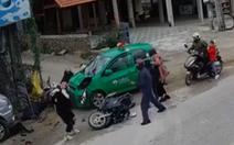 Tài xế taxi ngủ gật tông ba xe máy, 9 người bị thương
