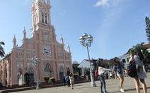 Nhà thờ Chính tòa Đà Nẵng 'đóng cửa', không nhận khách tham quan do lo ngại dịch corona