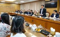 Hội đồng thẩm định SGK và GS Hồ Ngọc Đại đối thoại: bấc ném qua, chì ném lại