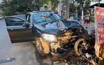 Xe hơi tông chết tài xế Grab 64 tuổi và làm nữ tiếp viên hàng không bị thương